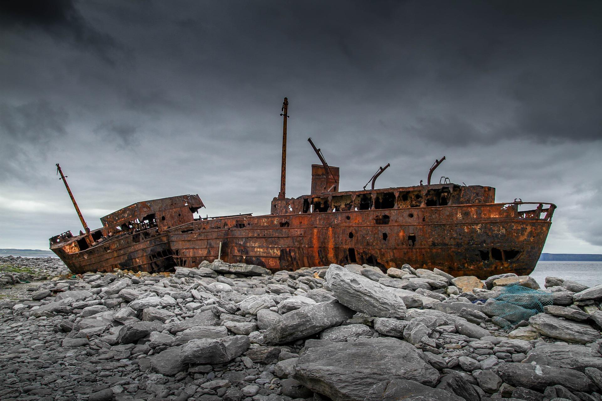 ship-wreck-1882087_1920